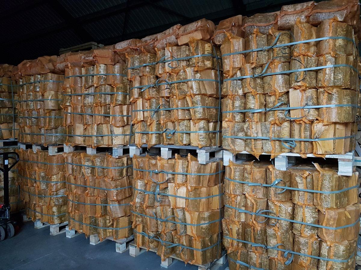Oak firewood in 22 l bags
